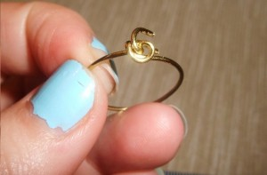 Wire Ring DIY 10 300x197 A Simple Handmade Wire knot ring