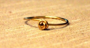 Wire Ring DIY 12 300x159 A Simple Handmade Wire knot ring