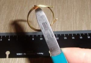 Wire Ring DIY 3 300x209 A Simple Handmade Wire knot ring