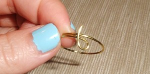 Wire Ring DIY 7 300x149 A Simple Handmade Wire knot ring