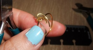Wire Ring DIY 9 300x163 A Simple Handmade Wire knot ring