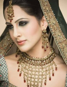 Bridal Makeup and heavy Jewelry 231x300 Latest Pakistani handmade Kundan Jewelry