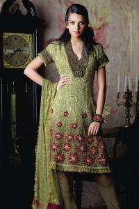 Pakistani Shalwar Qameez 200x300 Pakistani Party Wear / Dress