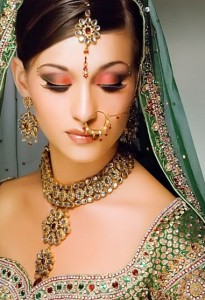 kundan jewelry 2012 205x300 Latest Pakistani handmade Kundan Jewelry