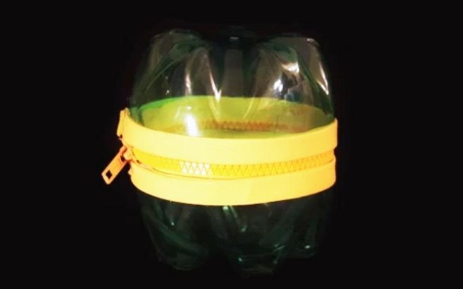 Diy plastic container using bottles and zipper latest for Things to make out of plastic bottles