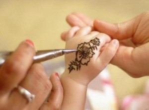 Cute Baby Girl Eid Mehndi Designs 300x222 Latest Mehndi designs for Eid and Wedding