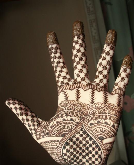 Pakistani Mehndi Design 242x300 Latest Mehndi designs for Eid and Wedding