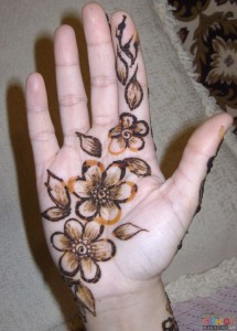 Simple Eid and Wedding Henna Designs For Girls 215x300 Latest Mehndi designs for Eid and Wedding