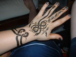 Back Hand Snake Henna Design