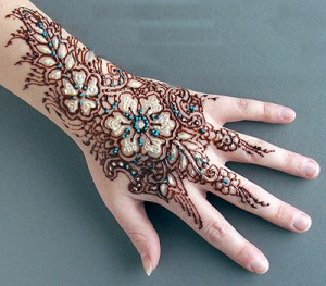 Complex Design on Back Hand 300x263 Back Hand Mehandi Designs