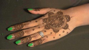 Heena Designs Photos 300x169 Back Hand Mehandi Designs