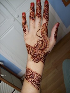 Latest Mehndi Design for Teen Ager Girls 224x300 Back Hand Mehandi Designs