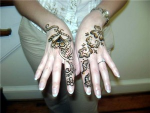 Mehandi Designs on Back Hands