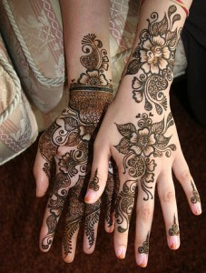 Rich Pakistani Mehendi Designs 227x300 Back Hand Mehandi Designs