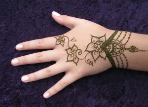 Simple Wrist Mehndi Design 300x217 Back Hand Mehandi Designs