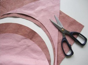 Cutting Of Leather 300x223 How to make Handbag without sewing