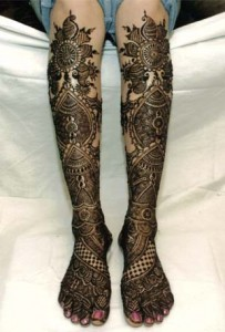 Knee high Bridal Feet Design 203x300 Bridal Mehndi Designs (Dulhan Henna Designs)