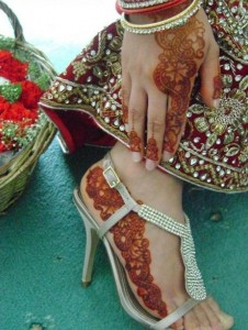 Matching Hand and Feet Mehndi with Dress