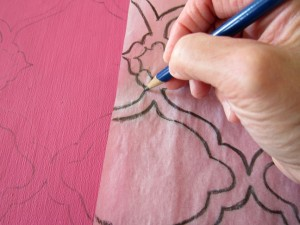 Transferring Quatrefoil Design on Fabric 300x225 Making a Quatrefoil Design Rug Yourself   DIY Ideas